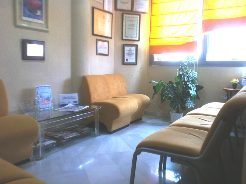 sala de espera clinica dental malaga